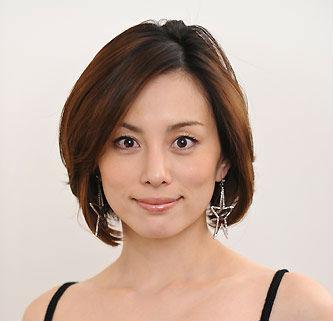 米倉涼子、Dカップ水着や太もも美脚画像!白目で怖いって?