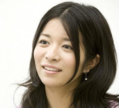 マナカナ姉の三倉茉奈、ベッド動画のCカップ画像!彼氏との結婚は?